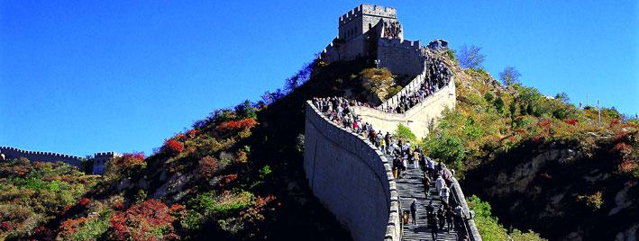 Gente escalando la Gran Muralla China