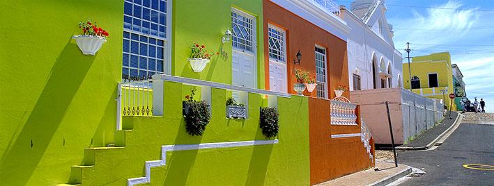 Calle colorida en Ciudad del Cabo
