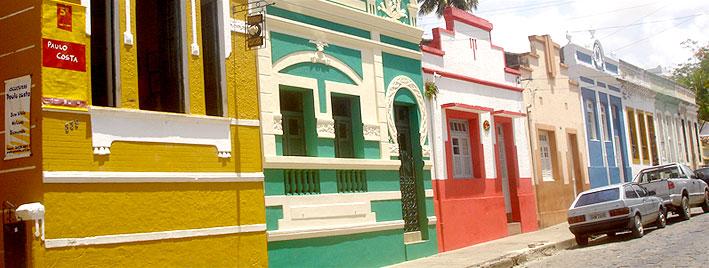 Casas coloridas en Macei�, Brasil