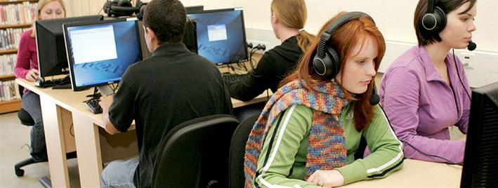 Estudiantes estudiando francés en Tours